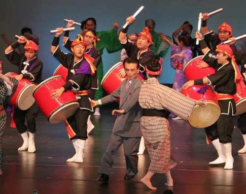 Members of Ryukyukoku Matsuri Daiko - Los Angeles Branch joined onstage by fellow performers for the finale!